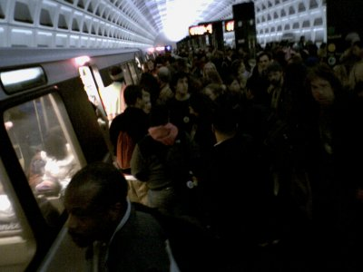 The crowd on the Metro after J27