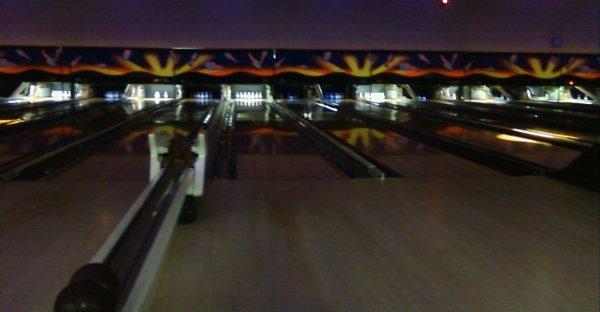 Cosmic Bowling lighting