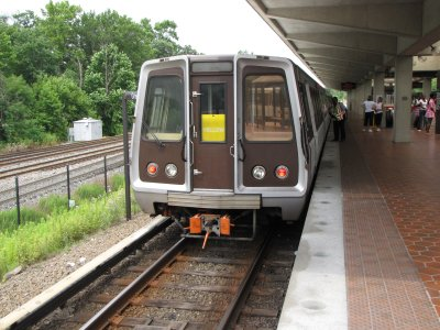 Yellow Line train at Greenbelt station