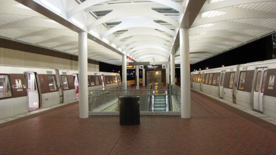 Largo Town Center station at night