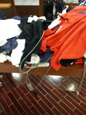 It's obvious how classy Lakeforest is when the clothing is chained down to the racks. #macys #shopping http://twitpic.com/b1pjpl