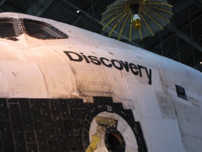 Discovery's name, port side