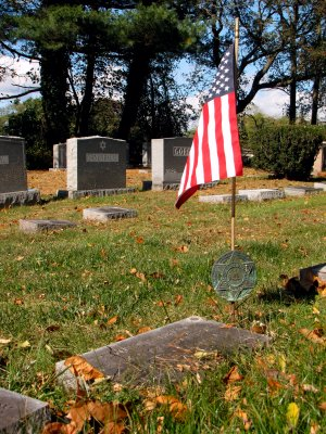 Since Pop served during World War II, his grave is also marked with a Jewish War Veterans marker and a small US flag.