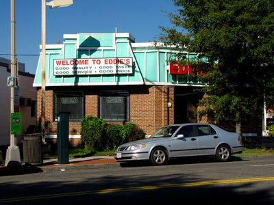 First up was Eddie's Soul Food, which is near the intersection of Georgia Avenue and Kalmia Street NW, near the border with Montgomery County. This is a former KFC, where the roof was painted and the cupola was removed after KFC vacated. The building would have looked something like this as a KFC, though this one is smaller, and of a somewhat unorthodox shape. Considering that there is a KFC/Taco Bell a block away, this location was most likely vacated due to a move.