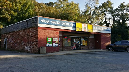 And finally, one more 7-Eleven on Southern Avenue SE, though it's technically located in PG County. This one has a different roof style than the other, but its origin as a 7-Eleven is indisputable.