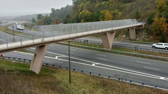 Pedestrian bridge over the highway, viewed from the path to the upper observation deck.