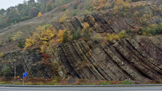 Syncline visible in the Sideling Hill cut.
