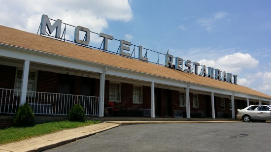 Rooftop sign for the Beltway Motel