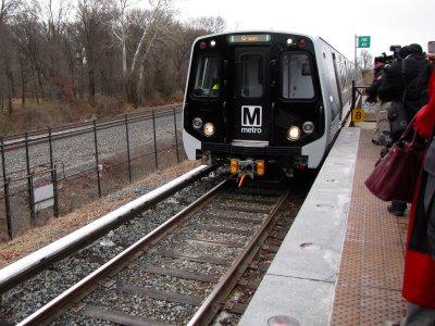 The first 7000-Series quad set arrives at Greenbelt station