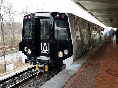 The fronts of the new 7000-Series cars are black, and contain the Metro logo on the door.