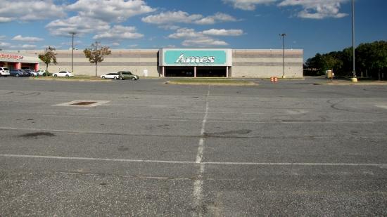 A very empty Diamond Point Plaza