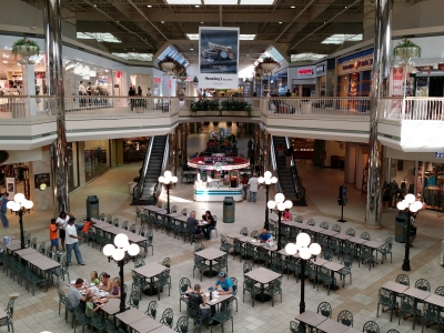 Food court area at Valley View in 2014, showing the ride island missing.