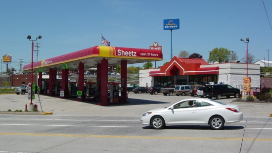 The old Sheetz in Breezewood. This same area looks different today, as the building is now boarded up, having closed some time between 2011 and 2013 when the Sheetz moved two doors down the road. Additionally, the gas canopy has been demolished.