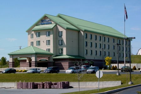 The Holiday Inn Express in Breezewood. Since this photo was taken, the hotel built a one-story addition on the right side of the building, adding an indoor pool and gymnasium facility.