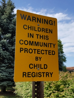 """WARNING! CHILDREN IN THIS COMMUNITY PROTECTED BY CHILD REGISTRY"""