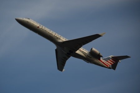 N512AE, another Bombardier CRJ-701ER. Always painted for American Eagle, though previously in the old scheme.