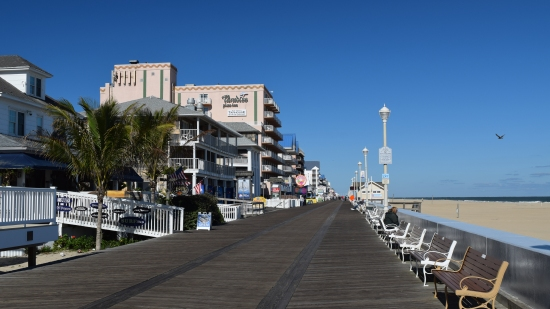 The boardwalk, facing north from just south of 8th Street.
