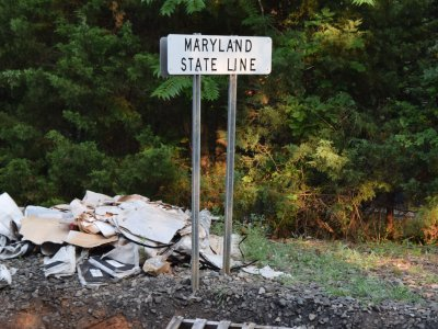 Sign denoting the Maryland state line, across the track from our location, and a reminder that Maryland starts on the far banks of the Potomac River, i.e. the river belongs entirely to Maryland.