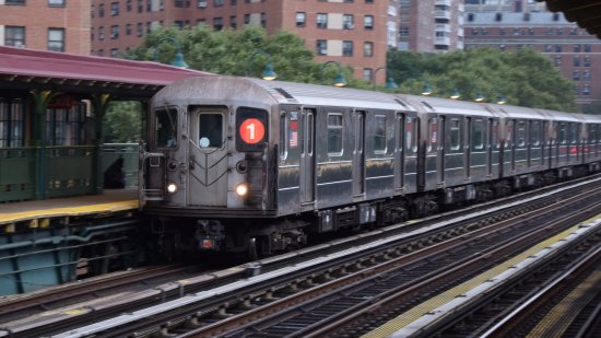 Uptown train at 125th