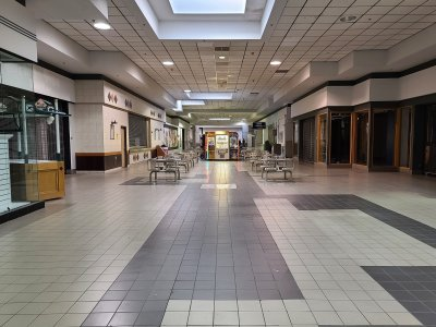 Section of the mall north of the center court, looking towards the food court area.