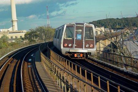Blue Line train on D Route bridge in 2005