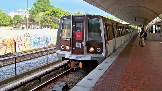 Red Line train at Brookland-CUA in 2008