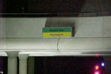 Destination sign at L'Enfant Plaza for southbound trains, indicating whether the train is a Green Line train traveling towards Branch Avenue, or a Yellow Line train traveling towards Huntington.