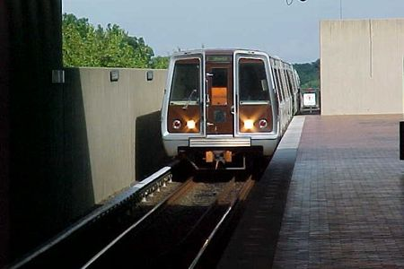 Orange Line train to Vienna arriving at East Falls Church station.