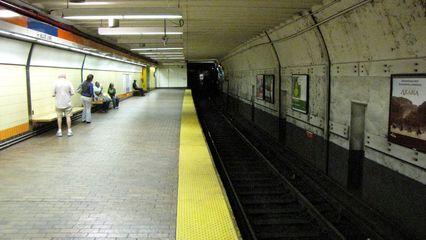 Faregates and Orange Line platform at State station.