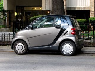On the way to the Lincoln Park Zoo, Mom, Sis, and I encountered one of those Smart cars. I commented at the time that they're so small that they look like you could pick them up with one hand.