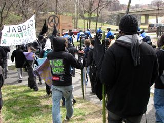Taking the ramp down to Rock Creek Parkway to continue our march. Going this way really did surprise me.