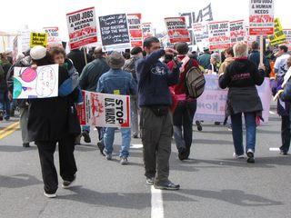 The march continues, heading toward Memorial Bridge.