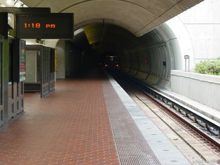 However, while the Red Line platform is typical to the stations along that section of the line with above-ground platform and gull-wing canopy, the Green Line platform is unique in the system. It's the only platform that is both outdoors and underground at the same time.