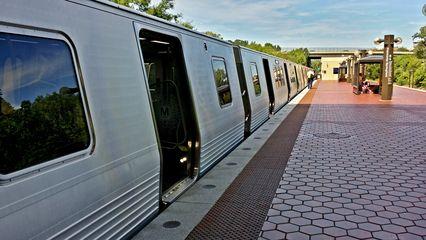 7000-Series train at Franconia-Springfield.