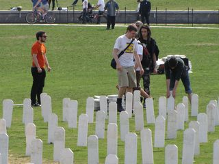 SDS helps dismantle the Iraq Memorial for Life display.