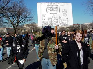The black bloc crosses the mall, the location of the mainstream march, for the first time.