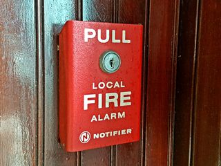 Fire alarm pull station at 5533 Walnut, a Notifier BNG-1R.