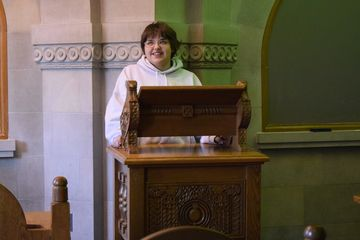 Elyse stands at the Armenian Room lectern.