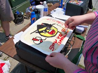 The cake at this raid also followed the Spy vs. Sci theme.
