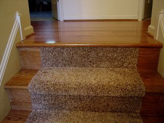 The runner, to my surprise, does not extend over the top onto the upstairs landing just a little. I'd have figured it would.
