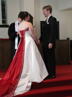 Sis and Chris hold hands as they exchange their vows.