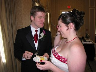 After the cake was cut, Sis and Chris each fed each other pieces of cake.