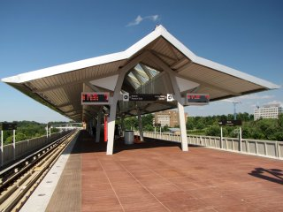 The platform at McLean. The platform canopy reminds me of a modern version of the canopy design found at Braddock Road and King Street stations.