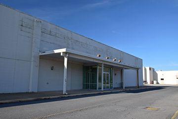 Former Peebles store building.