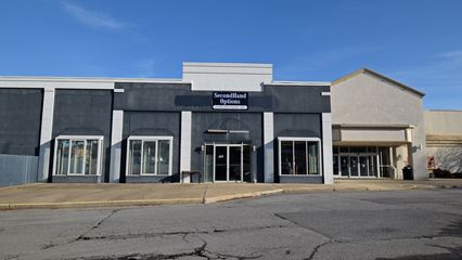Mall entrance for the Belk wing, and the facade for the former Wills bookstore (later Books-A-Million), which later housed a secondhand store.