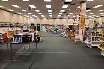 Former Hibbett Sports store, in use as part of Know Knew Books.