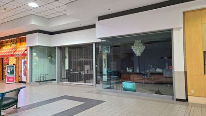 Former Lane Bryant store. The store was relatively short-lived, as it was gone by the time that I first became familiar with the mall in 1992. In the years since, the space housed a number of unremarkable tenants.