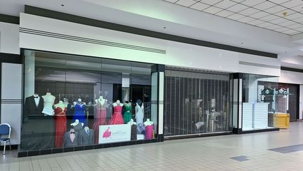 Former location of Fine's, a retailer of trendy clothing for teens. Fine's opened in the mid 1990s along with a number of other new tenants in the mall around that same time, and was relatively short-lived.
