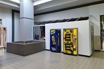 Former Boyd's Hairdressers space. Boyd's was a longtime tenant of the mall until the mid 2000s, originally located near JCPenney in the Staunton Plaza days, and relocating to this space when the mall was enclosed. They left the mall in favor of a space across the street at the Orchard Hill Square shopping center.