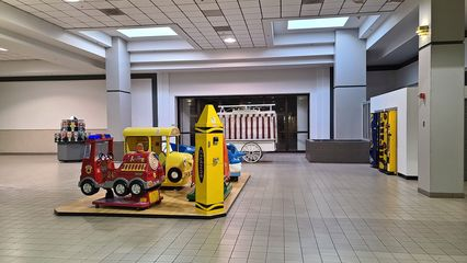 """South entrance to the Montgomery Ward store. This was a small store, and utilized their """"Focus"""" store format, which focused on electronics, appliances, and furniture."""
